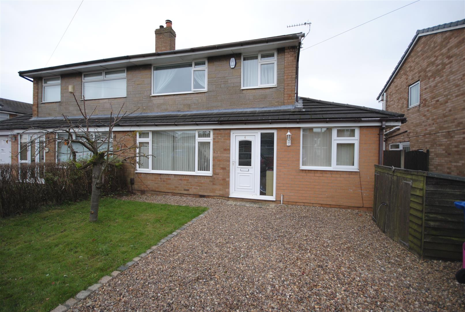 3 Bedrooms Semi Detached House for sale in Woodvale Avenue, Aspull, Wigan